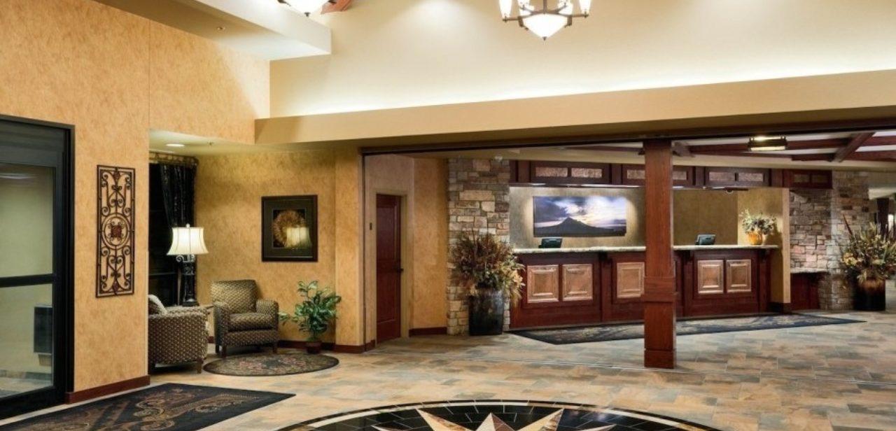 Deadwood Lodge hotel entrance