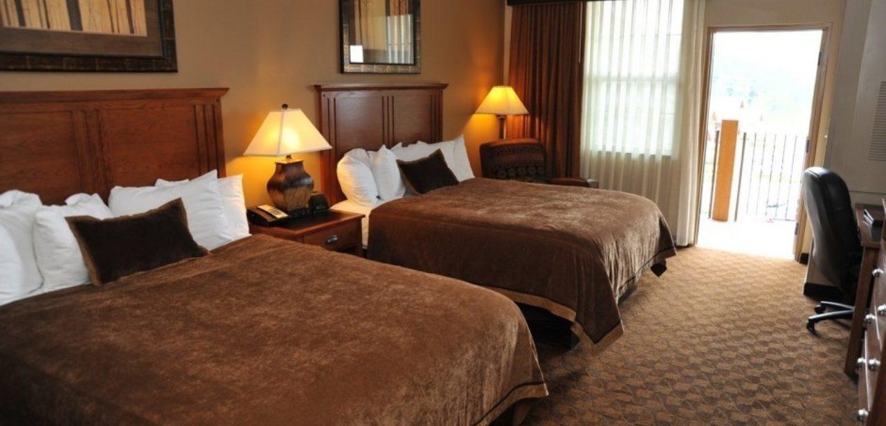 Deadwood Lodge queen balcony room